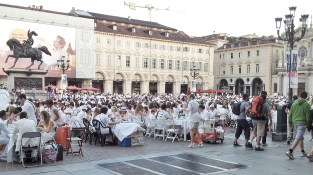Dinner flash mob in Turin