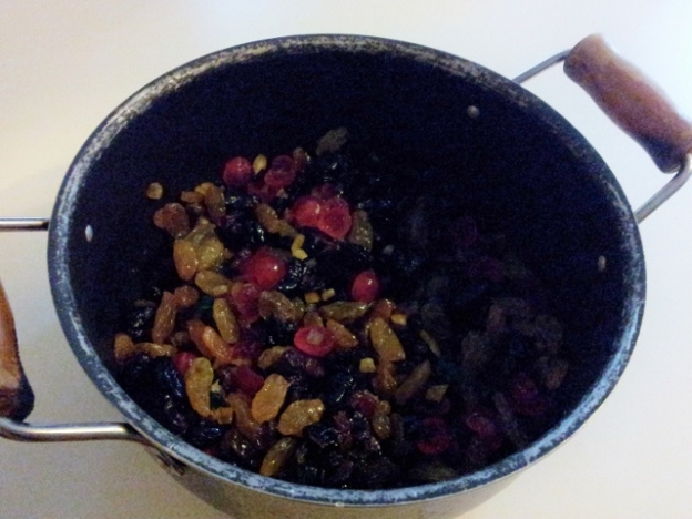 Macerating dried fruit